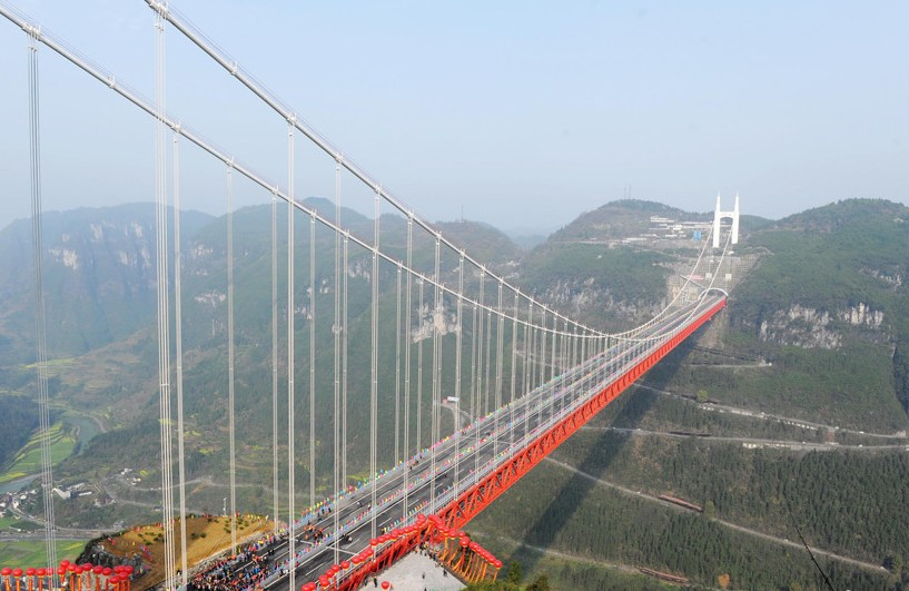 湖南湘西矮寨特大悬索桥通车 创四个世界第一