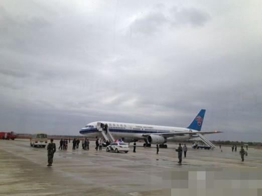 南航航班紧急迫降兰州机场