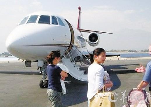 盘点中国拥有私人飞机的明星(组图)