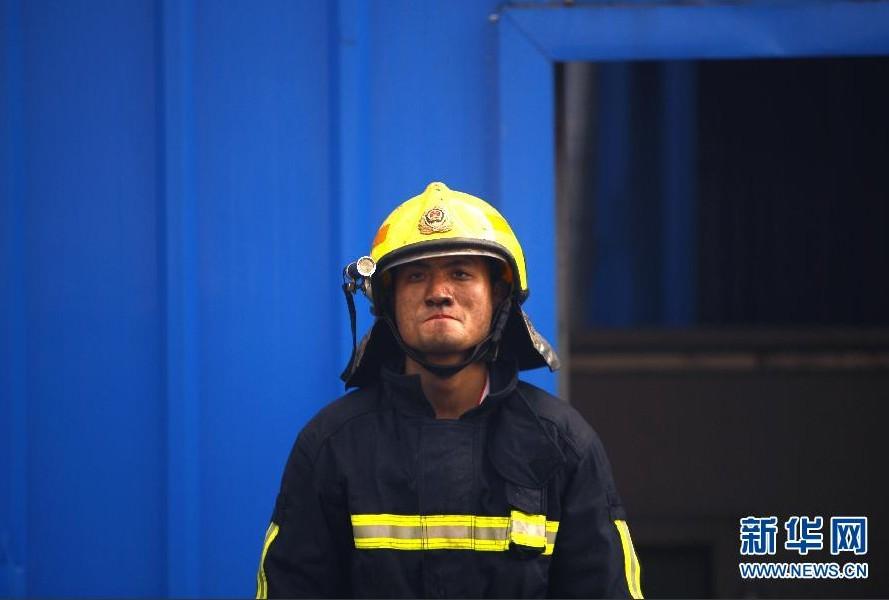 组图:记最可爱的人 浙江救火牺牲的消防官兵
