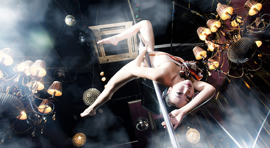 相机浮世绘:钢管舞美女唯美写真图 科技频道
