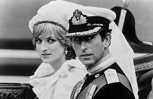 昔日的辉煌:英国王妃戴安娜的世纪婚礼.(图片来源网络)-盘点戴